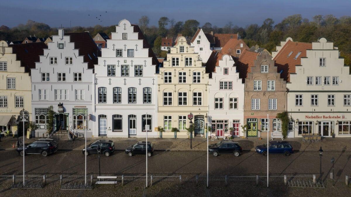 Friedrichstadt wurde 1621 von den Holländern gebaut. Heute steht das Stadtzentrum unter Denkmalschutz.