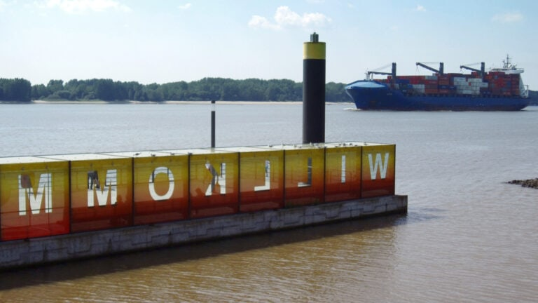 Jedes Schiff, das in den Hamburger Hafen einfährt, wird am Willkommhöft begrüßt