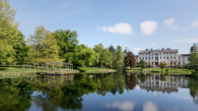 Die Tour um den Selenter See führt dich auch vorbei an solch schönen Herrenhäusern
